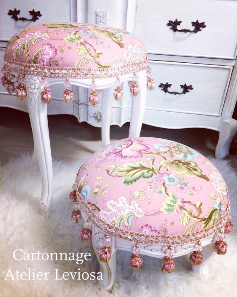 カルトナージュで家具・ラウンドスツールの画像